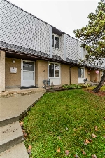 Main Photo: J8 GARDEN GROVE Village in Edmonton: Zone 16 Townhouse for sale : MLS(r) # E4049377