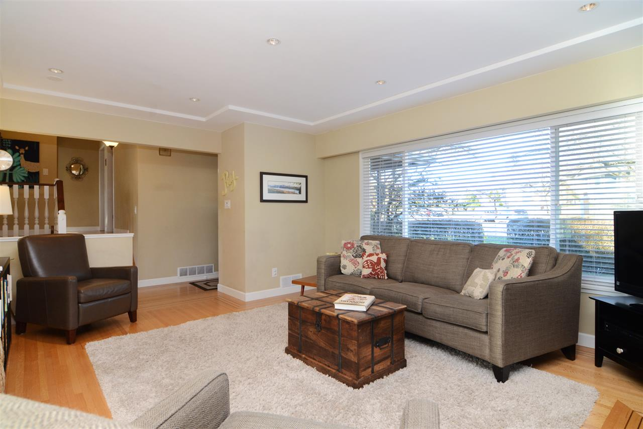 "Photo 5: 4672 ALPHA Drive in Burnaby: Brentwood Park House for sale in ""BRENTWOOD PARK"" (Burnaby North)  : MLS(r) # R2162426"