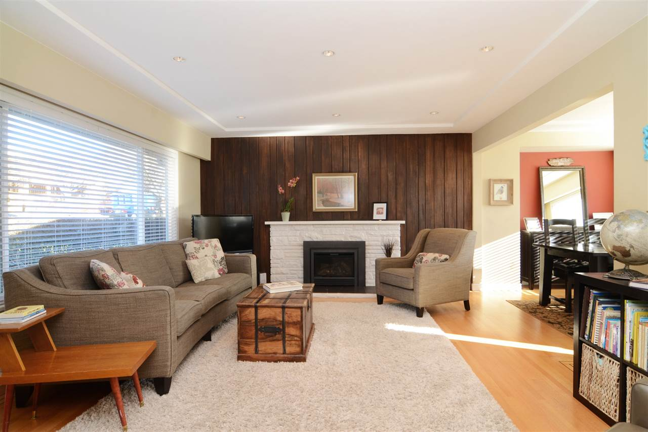 "Photo 3: 4672 ALPHA Drive in Burnaby: Brentwood Park House for sale in ""BRENTWOOD PARK"" (Burnaby North)  : MLS(r) # R2162426"