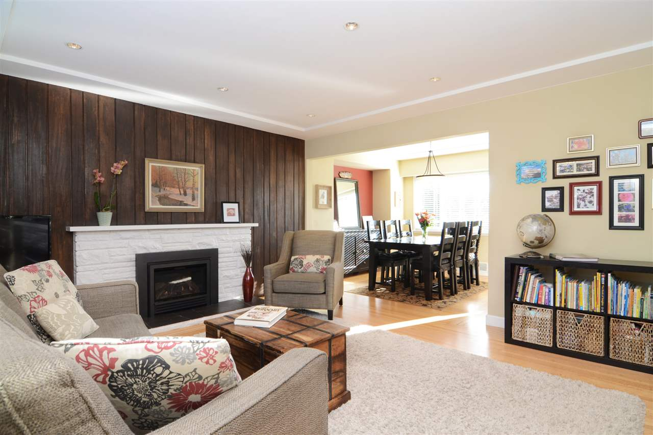 "Photo 4: 4672 ALPHA Drive in Burnaby: Brentwood Park House for sale in ""BRENTWOOD PARK"" (Burnaby North)  : MLS(r) # R2162426"