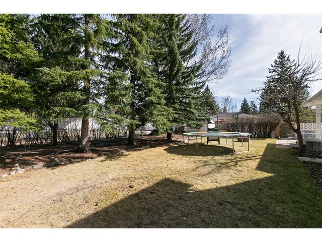 Photo 3: 2043 PALISPRIOR Road SW in Calgary: Palliser House for sale : MLS(r) # C4113713