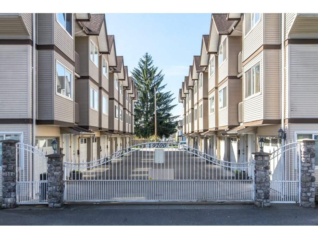 Main Photo: 101 19700 56 AVENUE in Langley: Langley City Townhouse for sale : MLS® # R2175024