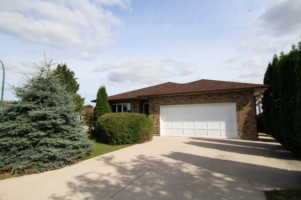 Main Photo: Custom Built Bungalow in Valley Gardens perfect for your family!