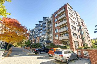 "Main Photo: 314 2228 MARSTRAND Avenue in Vancouver: Kitsilano Condo for sale in ""The SOLO"" (Vancouver West)  : MLS® # R2213454"