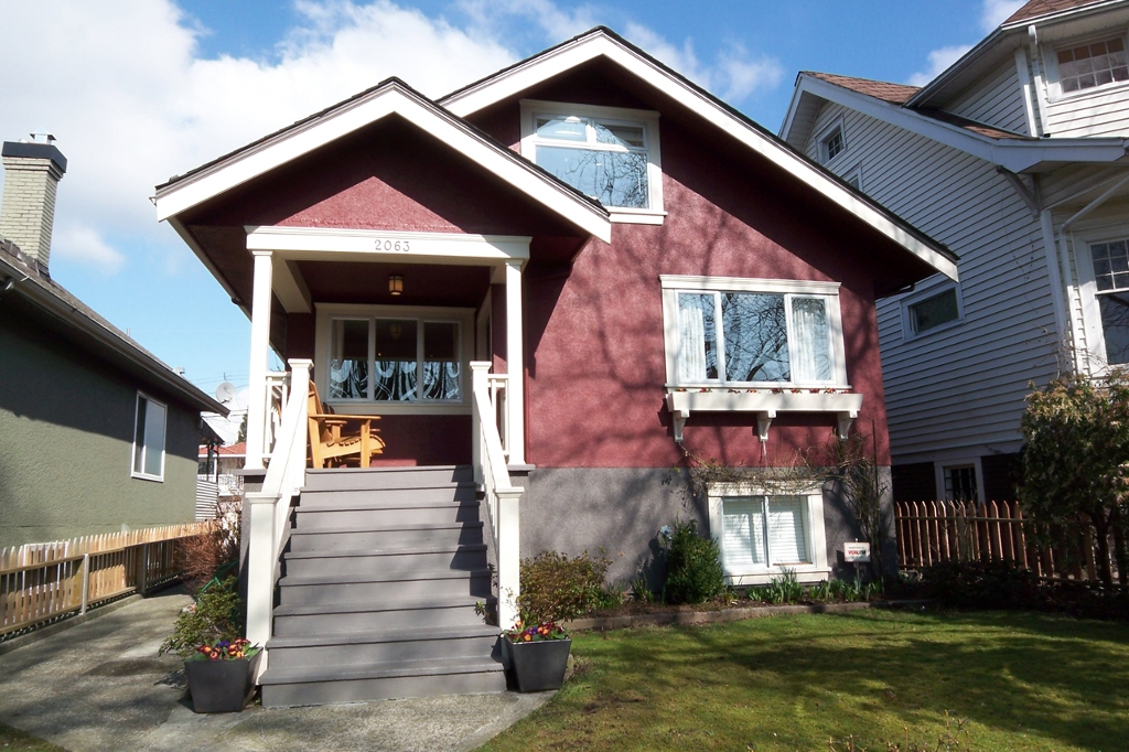 Main Photo: 2063 KITCHENER Street in Vancouver: Grandview VE House for sale (Vancouver East)  : MLS® # V874198