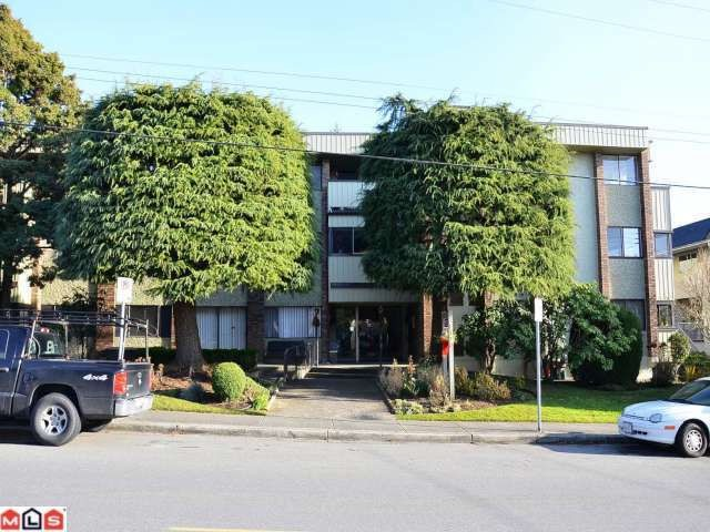 "Main Photo: 204 1320 FIR Street: White Rock Condo for sale in ""THE WILLOWS"" (South Surrey White Rock)  : MLS(r) # F1129368"