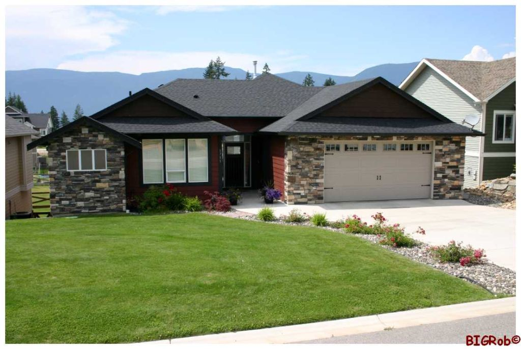 Main Photo: 1711 NE 24 Street in Salmon Arm: NE Residential Detached for sale : MLS(r) # 10052027