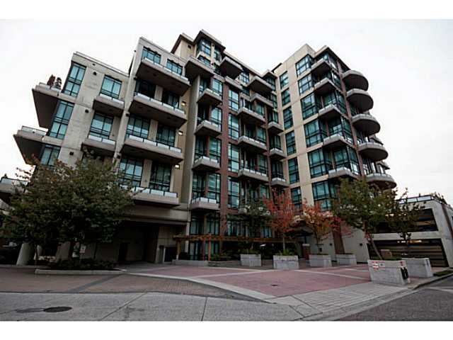 "Main Photo: 314 10 RENAISSANCE Square in New Westminster: Quay Condo for sale in ""Murano Lofts"" : MLS(r) # V1054623"