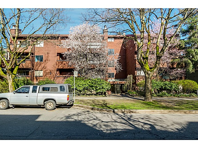 Main Photo: 204 1827 W 3RD Avenue in Vancouver: Kitsilano Condo for sale (Vancouver West)  : MLS(r) # V1109586