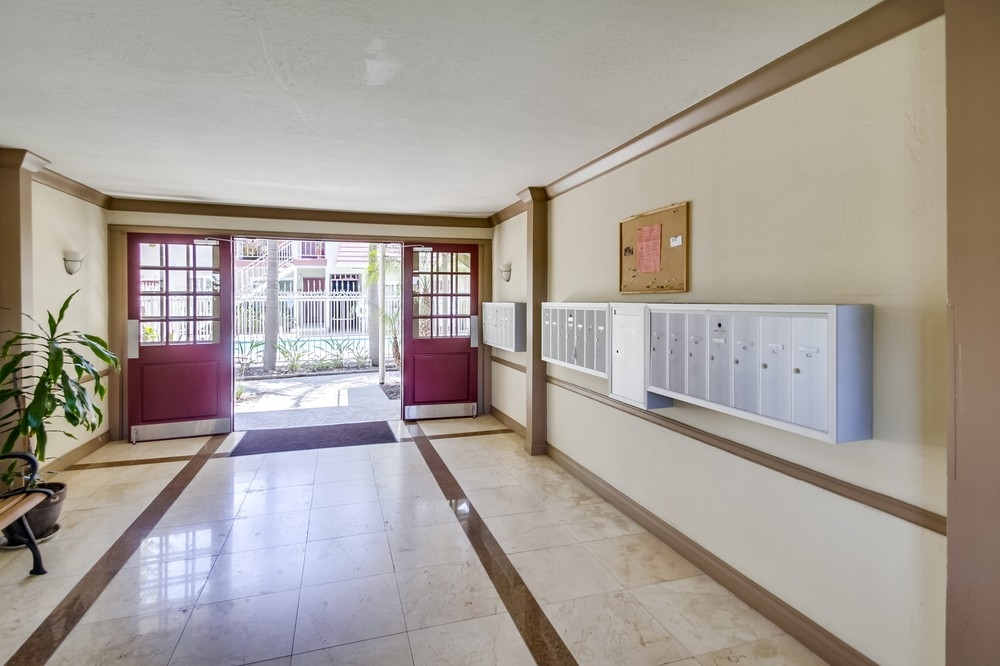 Photo 3: UNIVERSITY HEIGHTS Condo for sale : 1 bedrooms : 4747 Hamilton St #21 in San Diego