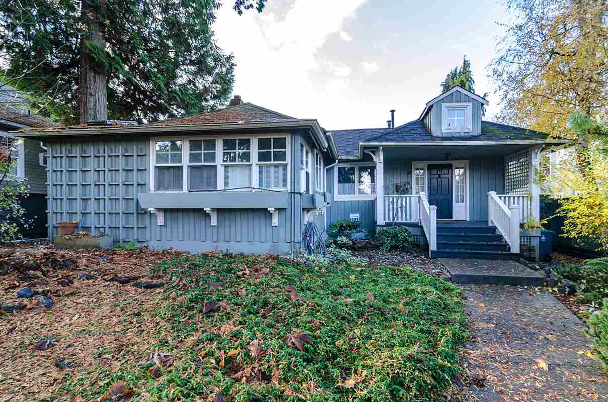 "Main Photo: 2723 MCKENZIE Avenue in Surrey: Crescent Bch Ocean Pk. House for sale in ""CRESCENT BEACH"" (South Surrey White Rock)  : MLS(r) # R2046260"