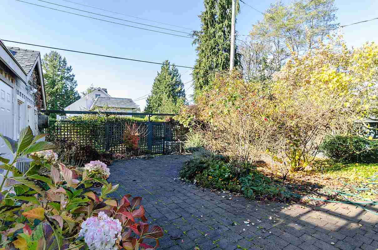 "Photo 19: 2723 MCKENZIE Avenue in Surrey: Crescent Bch Ocean Pk. House for sale in ""CRESCENT BEACH"" (South Surrey White Rock)  : MLS(r) # R2046260"