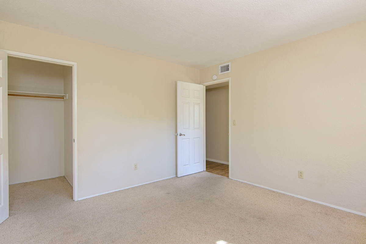 Photo 10: SAN DIEGO Townhome for rent : 3 bedrooms : 4754 68th Street Unit B