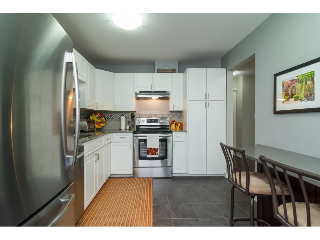 "Photo 10: 206 5710 201 Street in Langley: Langley City Condo for sale in ""WHITE OAKS"" : MLS(r) # R2156064"