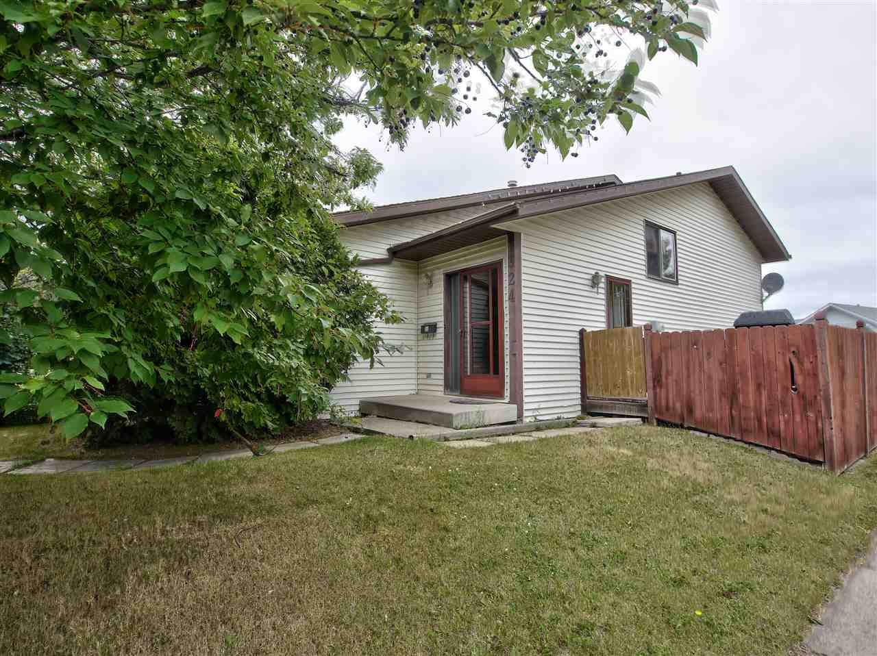 Main Photo: 324 LAGO LINDO Crescent in Edmonton: Zone 28 House for sale : MLS® # E4074315