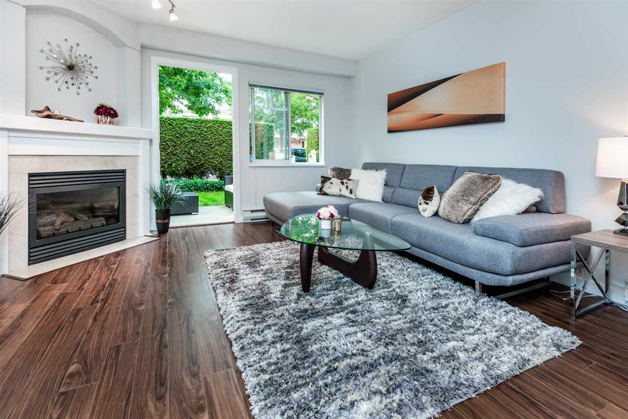 Photo 2: 2436 E 8TH Avenue in Vancouver: Renfrew VE Townhouse for sale (Vancouver East)  : MLS® # R2196487