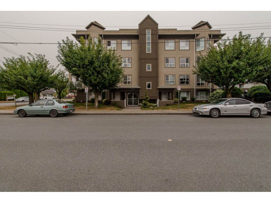"Main Photo: 403 45773 VICTORIA Avenue in Chilliwack: Chilliwack N Yale-Well Condo for sale in ""The Victorian"" : MLS® # R2203106"