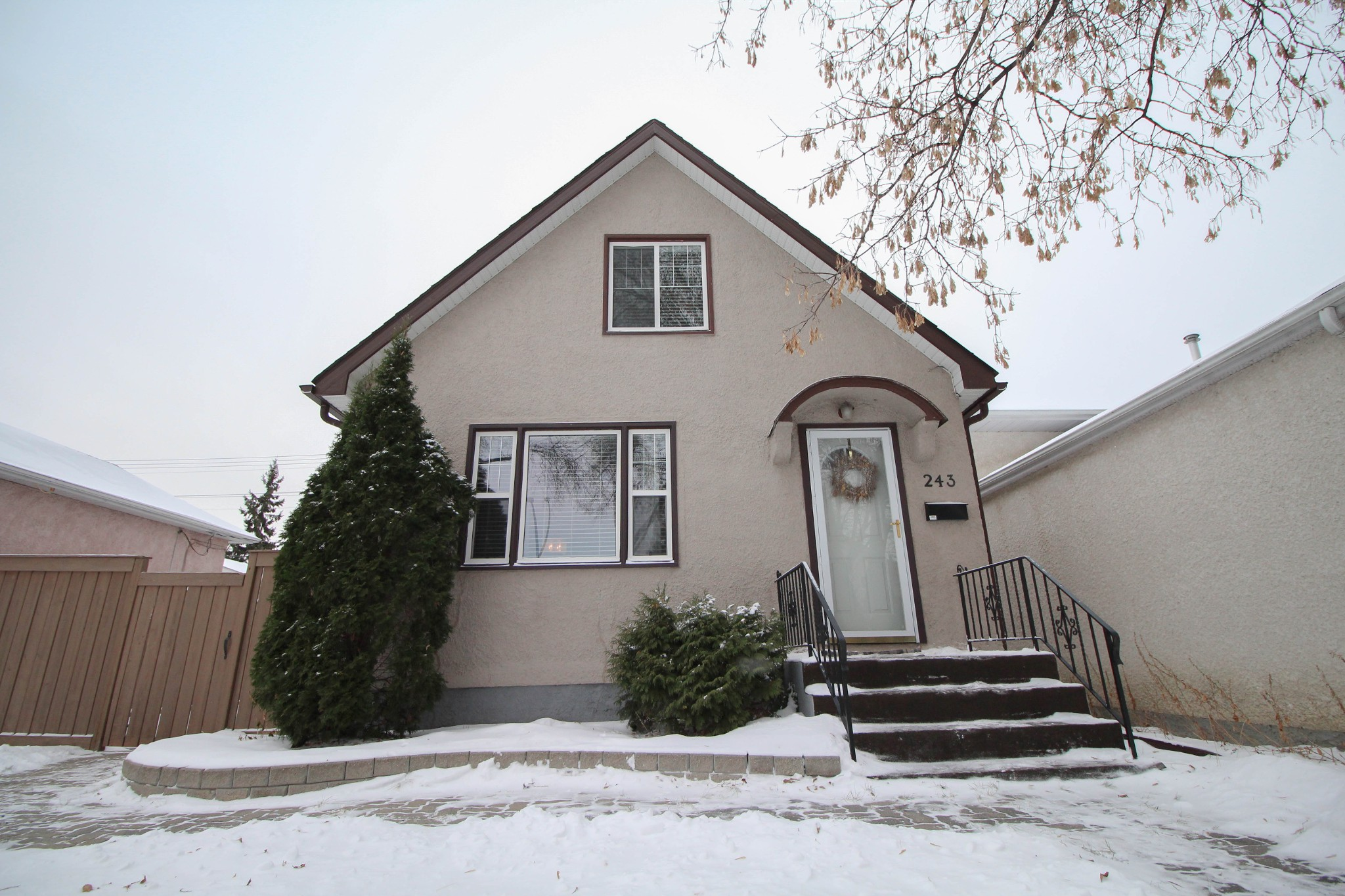 Main Photo: Beautiful remodeled 1.5 storey home for sale in the heart of West Kildonan