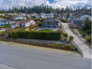 "Main Photo: 4980 LAUREL Avenue in Sechelt: Sechelt District House for sale in ""DAVIS BAY"" (Sunshine Coast)  : MLS®# R2252023"