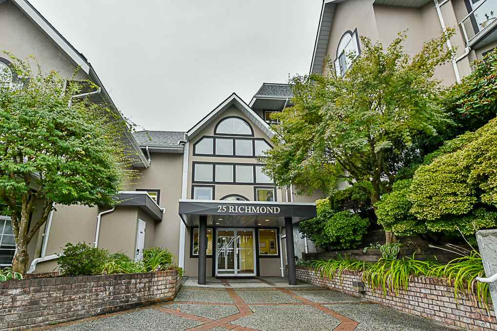 "Main Photo: 302 25 RICHMOND Street in New Westminster: Fraserview NW Condo for sale in ""FRASER VIEW"" : MLS®# R2304825"