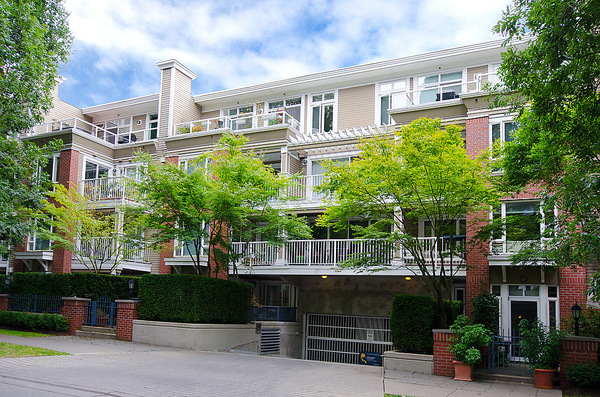 "Main Photo: # 116 2628 YEW ST in Vancouver: Kitsilano Condo for sale in ""CONNAUGHT PLACE"" (Vancouver West)  : MLS(r) # V1043768"