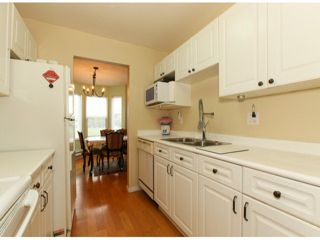 "Photo 5: 101 9942 151ST Street in Surrey: Guildford Condo for sale in ""WESTCHESTER PLACE"" (North Surrey)  : MLS® # F1408752"