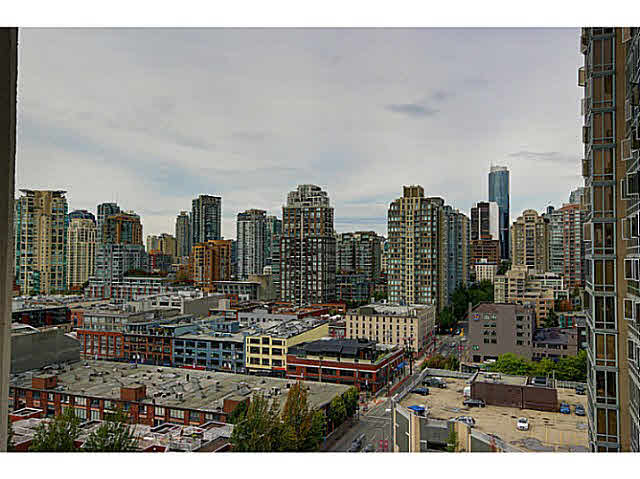 "Main Photo: 1801 989 BEATTY Street in Vancouver: Yaletown Condo for sale in ""THE NOVA"" (Vancouver West)  : MLS®# V1141722"