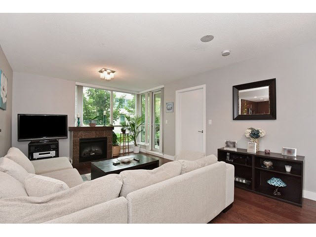 "Photo 2: 202 125 MILROSS Avenue in Vancouver: Mount Pleasant VE Condo for sale in ""CREEKSIDE"" (Vancouver East)  : MLS® # V1142300"