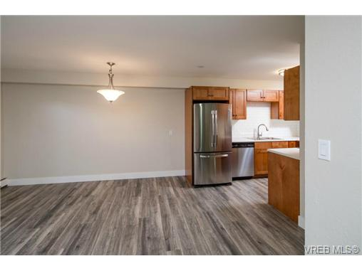 Photo 5: 10 3225 Eldon Place in VICTORIA: SW Rudd Park Condo Apartment for sale (Saanich West)  : MLS(r) # 358916