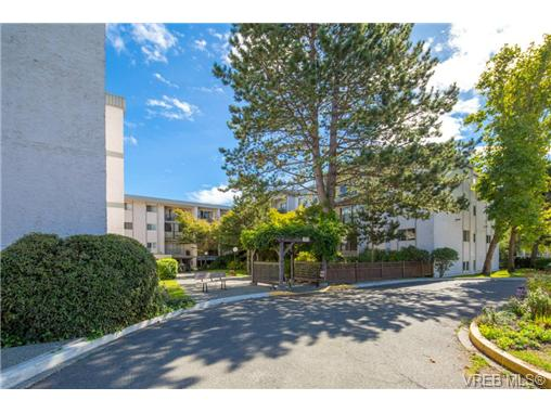 Photo 3: 10 3225 Eldon Place in VICTORIA: SW Rudd Park Condo Apartment for sale (Saanich West)  : MLS(r) # 358916
