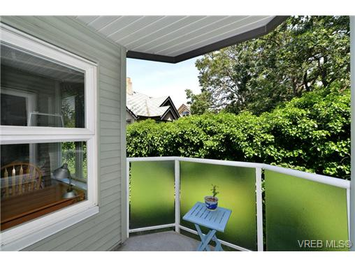 Main Photo: 301 1201 Hillside Avenue in VICTORIA: Vi Hillside Condo Apartment for sale (Victoria)  : MLS(r) # 366604