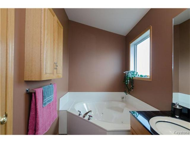 Photo 12: 38 WOODSTONE Drive in East St Paul: Pritchard Farm Residential for sale (3P)  : MLS® # 1629846