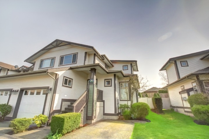 "Main Photo: 127 20820 87 Avenue in Langley: Walnut Grove Townhouse for sale in ""THE SICAMORES"" : MLS® # R2156587"