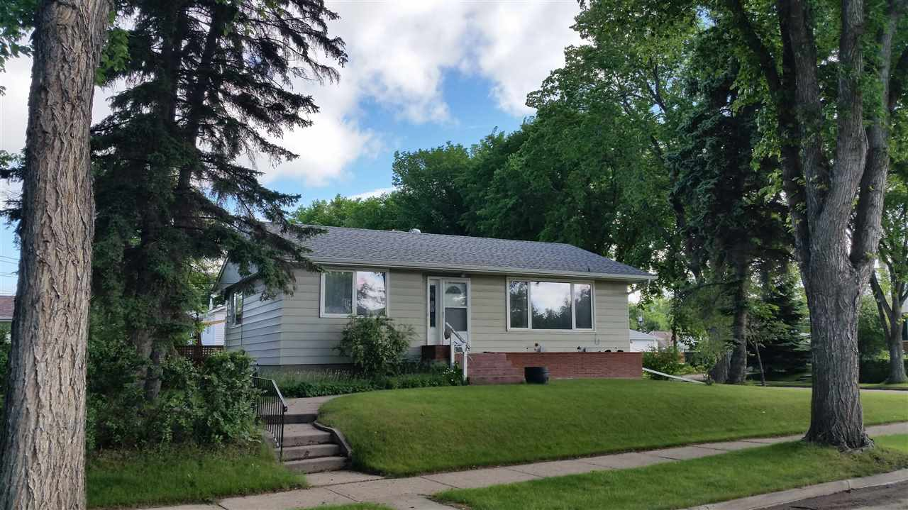 Main Photo:  in Edmonton: Zone 19 House for sale : MLS(r) # E4069305
