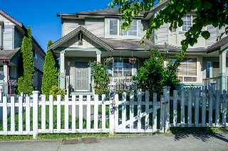 Main Photo: 6736 184 STREET in Surrey: Cloverdale BC House 1/2 Duplex for sale (Cloverdale)  : MLS® # R2180255