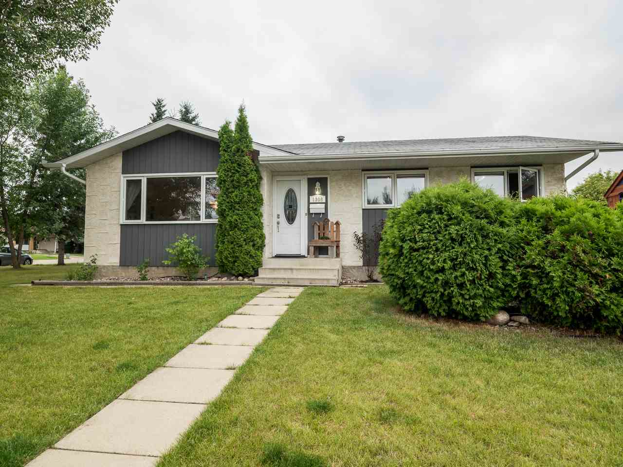 Main Photo: 1308 69 Street NW in Edmonton: Zone 29 House for sale : MLS® # E4077171