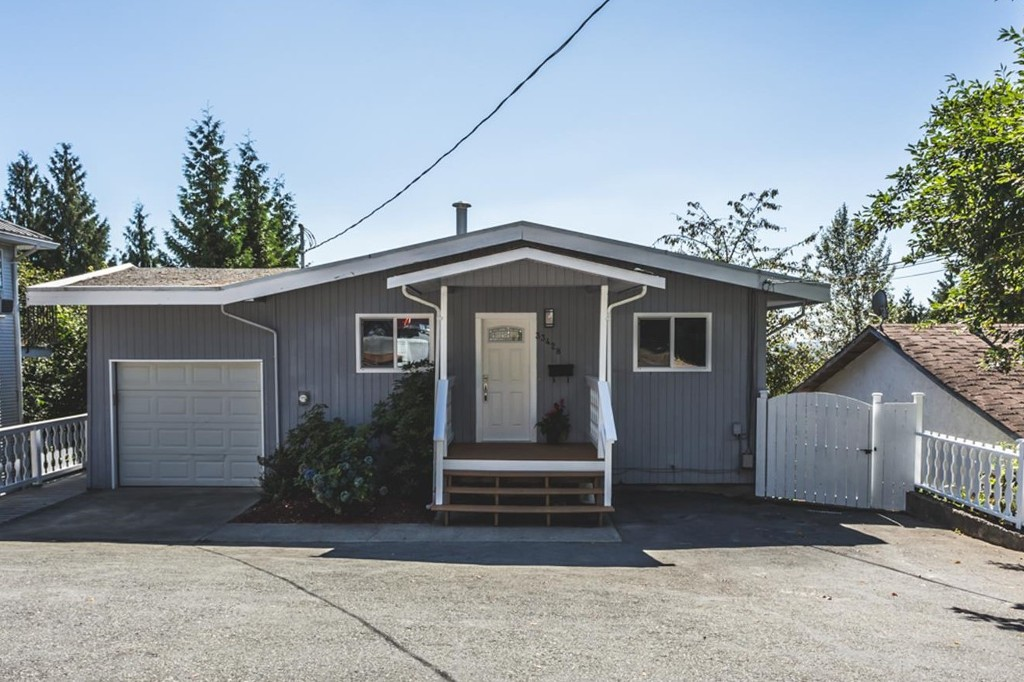Main Photo: 33428 13th Avenue in Mission: House for sale : MLS® # R2201640