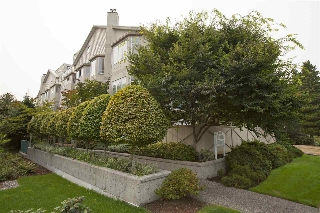 "Main Photo: 103 131 W 20TH Street in North Vancouver: Central Lonsdale Condo for sale in ""Vista West"" : MLS® # R2204060"