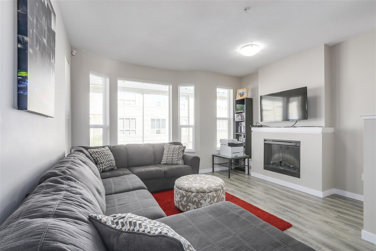 "Photo 3: Photos: 125 7938 209 Street in Langley: Willoughby Heights Townhouse for sale in ""Red Maple Park"" : MLS® # R2214136"