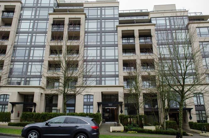 "Main Photo: 601 9320 UNIVERSITY Crescent in Burnaby: Simon Fraser Univer. Condo for sale in ""One University"" (Burnaby North)  : MLS® # R2237004"