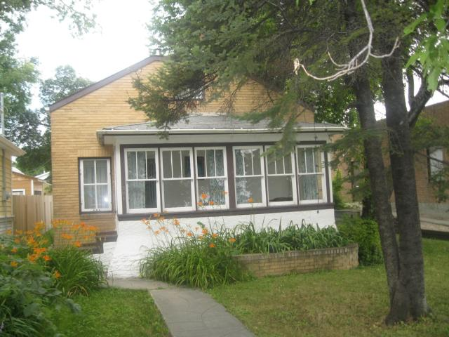 Main Photo: 304 Queen Street in WINNIPEG: St James Residential for sale (West Winnipeg)  : MLS® # 1114667