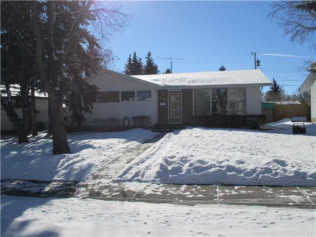 Main Photo: 2711 LIONEL Crescent SW in CALGARY: Lakeview House for sale (Calgary)  : MLS(r) # C3601662