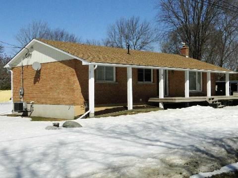 Main Photo: 4 Vine Avenue in Georgina: Pefferlaw House (Bungalow) for sale : MLS® # N2868079