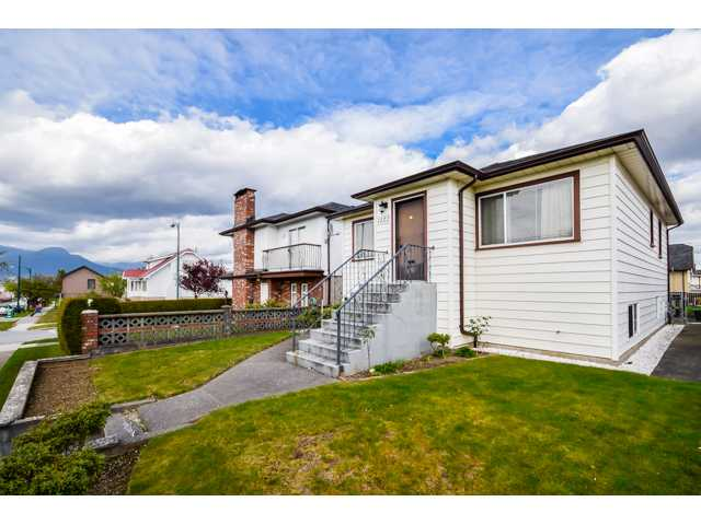 Main Photo: 1122 NANAIMO Street in Vancouver: Renfrew VE House for sale (Vancouver East)  : MLS® # V1117426