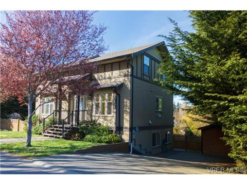 Main Photo: 822 Macleod Avenue in VICTORIA: Es Rockheights Single Family Detached for sale (Esquimalt)  : MLS(r) # 362050