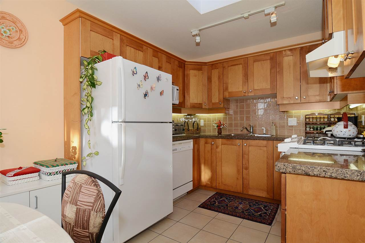 "Photo 2: 310 3188 W 41ST Avenue in Vancouver: Kerrisdale Condo for sale in ""LANESBOROUGH"" (Vancouver West)  : MLS® # R2067224"