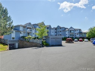Main Photo: 302 3206 Alder Street in VICTORIA: SE Quadra Condo Apartment for sale (Saanich East)  : MLS(r) # 365448