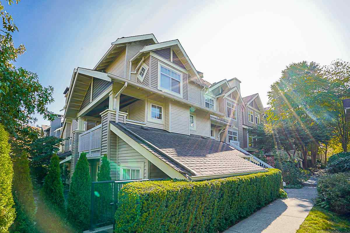 "Main Photo: 61 7488 SOUTHWYNDE Avenue in Burnaby: South Slope Townhouse for sale in ""LEDGESTONE 1"" (Burnaby South)  : MLS®# R2121143"