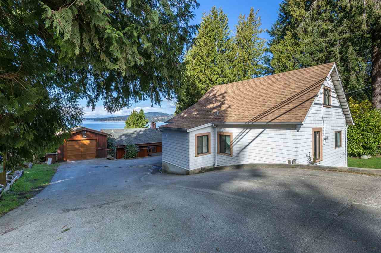 "Photo 6: Photos: 5159A&B SUNSHINE COAST Highway in Sechelt: Sechelt District House for sale in ""SELMA PARK"" (Sunshine Coast)  : MLS® # R2148646"