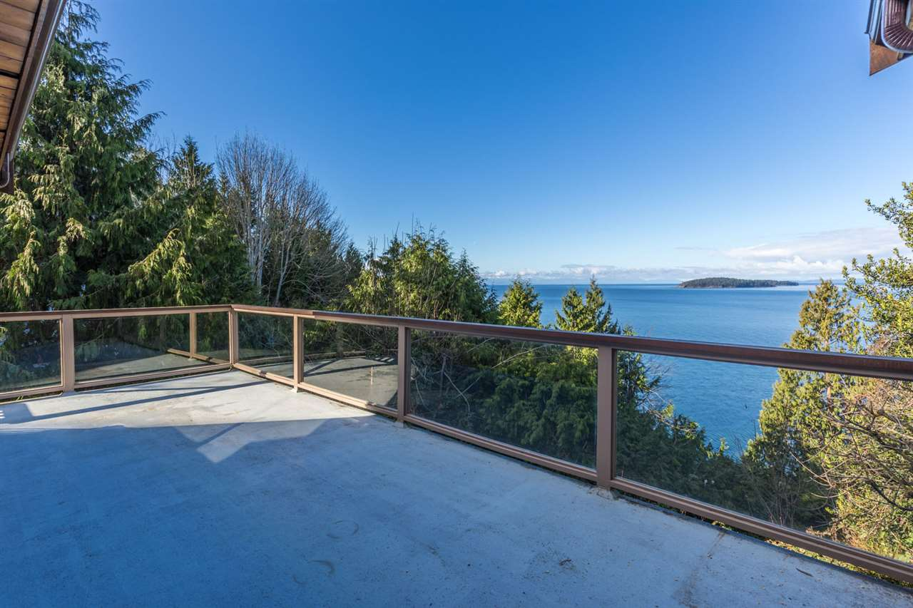 "Photo 4: Photos: 5159A&B SUNSHINE COAST Highway in Sechelt: Sechelt District House for sale in ""SELMA PARK"" (Sunshine Coast)  : MLS® # R2148646"